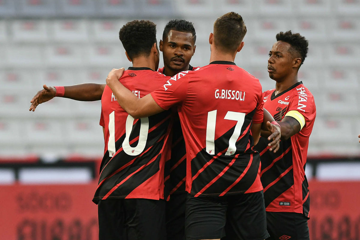 Athletico goleia o Londrina e se classifica para as semifinais do Paranaense