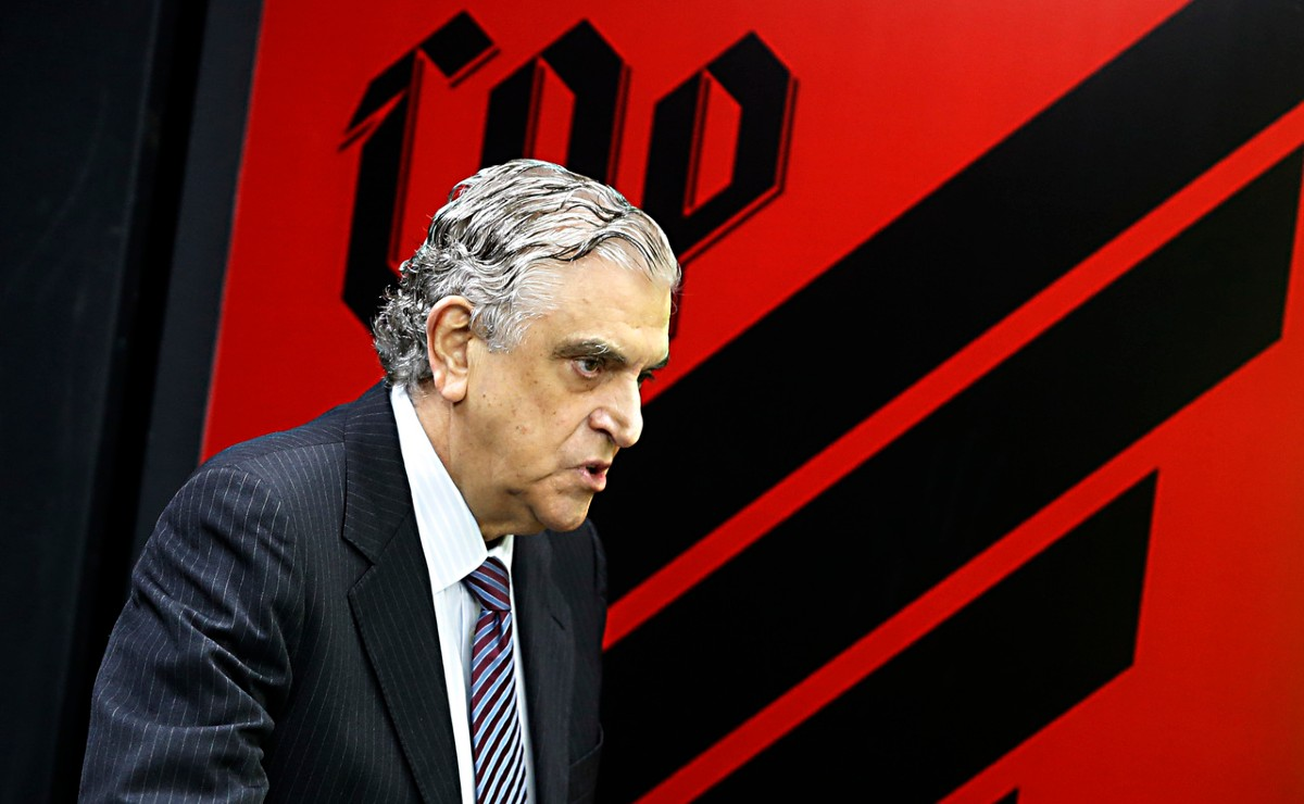 Petraglia dispara contra atitudes do Flamengo: