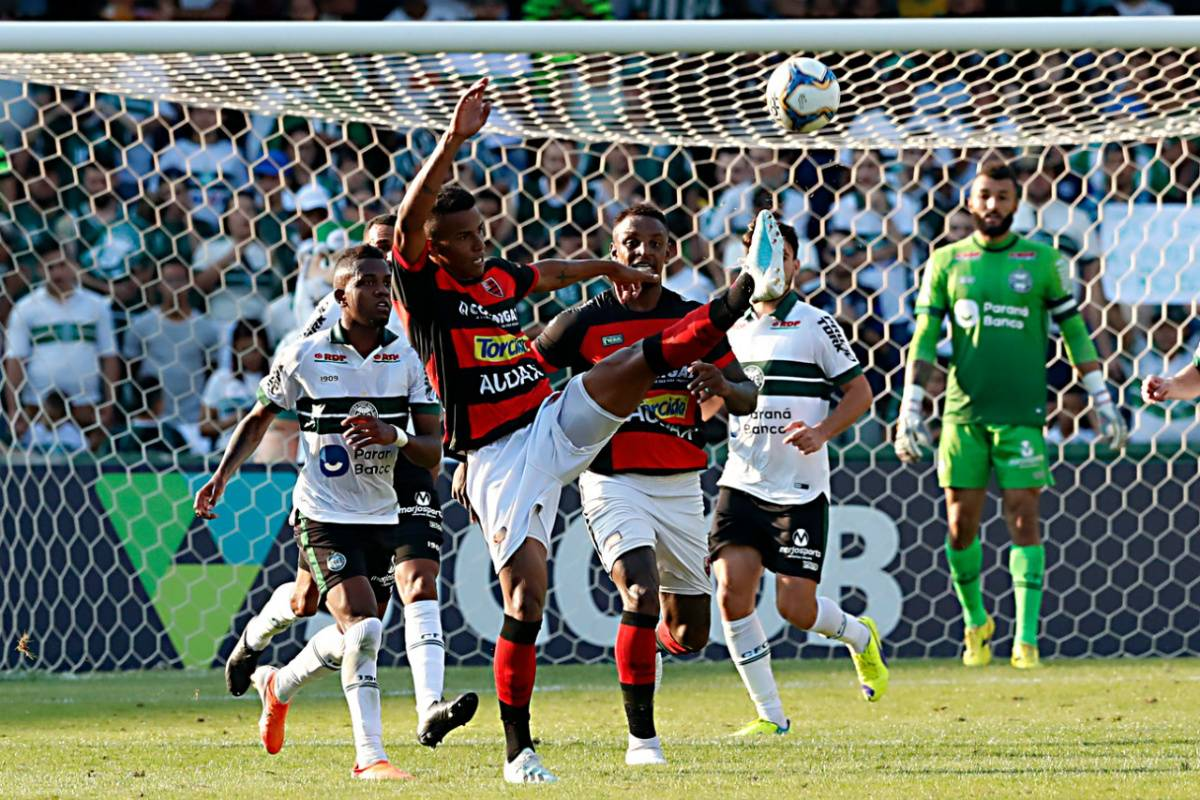 Coritiba and Oest played a difficult match for Kuto, with little chance of goal. Photo: Albari Rose